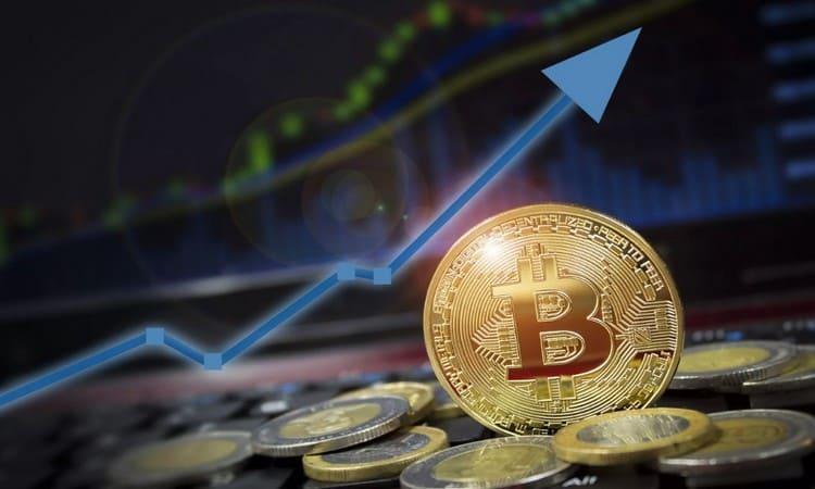 От чего зависит цена биткоинов
